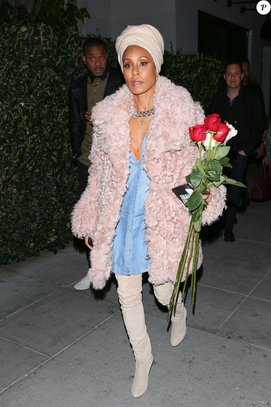 Jada Pinkett Smith est allée diner avec sa mère Adrienne Banfield-Jones au restaurant Mastro à Beverly Hills. Le 25 février 2018.