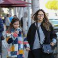 Jessica Alba fait du shopping avec sa fille Honor avant d'aller passer un moment à Color Me Mine à Beverly Hills. Le 24 février 2018