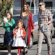 Jessica Alba enceinte a passé la journée avec son mari Cash Warren et ses filles Honor et Haven au Lyft Community Holiday Fiesta à Los Angeles, le 17 décembre 2017
