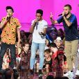 """Exclusif - Bigflo & Oli chantent avec un fan - Enregistrement de l'émission """"La chanson de l'année"""" dans les arènes de Nîmes, diffusée en direct sur TF1 le 8 juin © Bruno Bebert / Bestimage"""