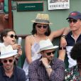 Woody Harrelson, Laura Louie et leur fille - People dans les tribunes des Internationaux de France de Tennis de Roland Garros à Paris. Le 9 juin 2018 © Cyril Moreau / Bestimage