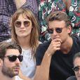 Ana Girardot et son compagnon Arthur de Villepin - People dans les tribunes des Internationaux de France de Tennis de Roland Garros à Paris. Le 9 juin 2018 © Cyril Moreau / Bestimage