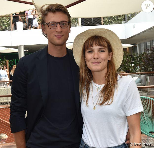 Exclusif - Ana Girardot et son compagnon Arthur de Villepin - People au bar Magnum lors des Internationaux de France de Tennis de Roland Garros à Paris. Le 9 juin 2018 © Veeren / Bestimage