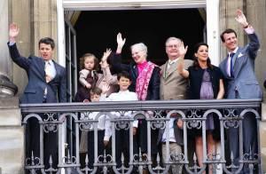 Marie très enceinte, Mary entourée de ses enfants : il y a du monde au balcon pour l'anniversaire de la reine de Danemark !