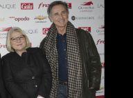 Josiane Balasko : Pole-dance et look improbable pour retrouver Thierry Lhermitte