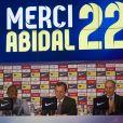 Eric Abidal annonce en larmes qu'il quitte le FC Barcelone lors d'une conference au stade du Camp Nou a Barcelone le 30 mai 2013.