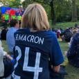 Brigitte Macron regardant la demi-finale de la Coupe du monde opposant la France à la Belgique (1-0) dans les jardins de l'Elysée le 10 juillet 2018