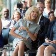 La Premiere Dame, Brigitte Macron lors de la visite des conjoints des chefs d'Etats, au Musée de l'Afrique à Bruxelles en marge du sommet de l'OTAN. Brigitte Macron et les épouses assistent à un concert. Séduite par les chanteurs, Brigitte Macron demande de les inviter à l'Elysée! Brigitte Macron s'est même prêtée à une photo souvenir avec la presse. Belgique, Bruxelles, 12 juillet 2018.