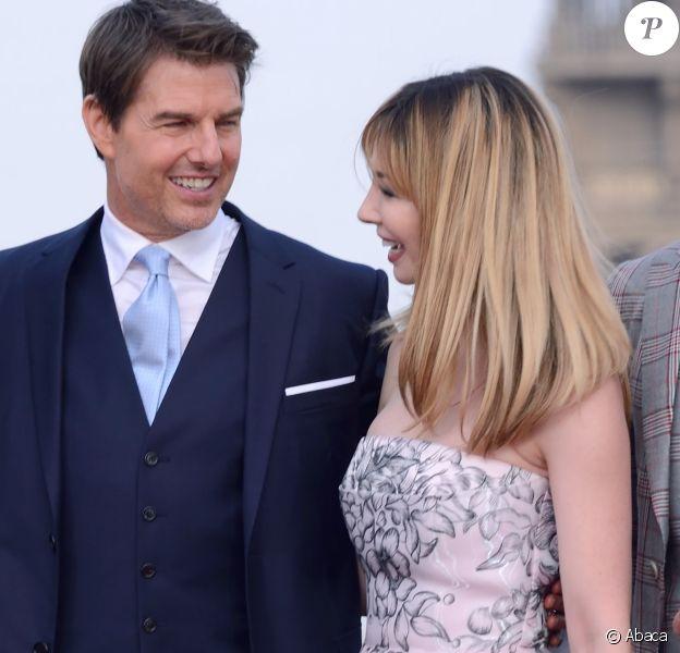 """Tom Cruise et Alix Benezechà l'avant-première mondiale de """"Mission: Impossible Fallout"""" sur la place du Trocadéro à Paris, le 12 juillet 2018."""