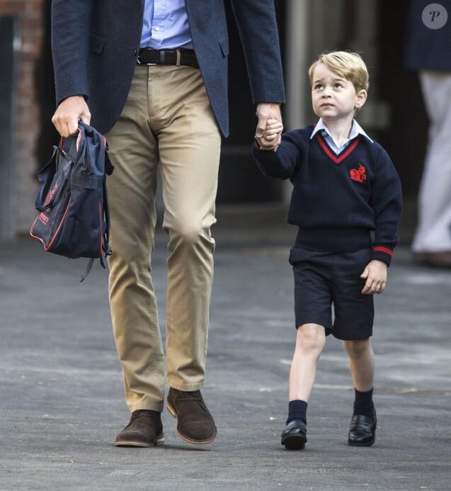 Le prince George de Cambridge, accompagné par son père le prince William, a fait sa rentrée à l'école Thomas's Battersea le 7 septembre 2017.