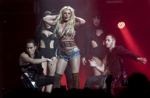 Britney Spears : Un sein s'échappe en plein concert, la belle continue son show