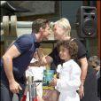 Hugh Jackman, sa femme, et leurs enfants à L.A. 21/04/09