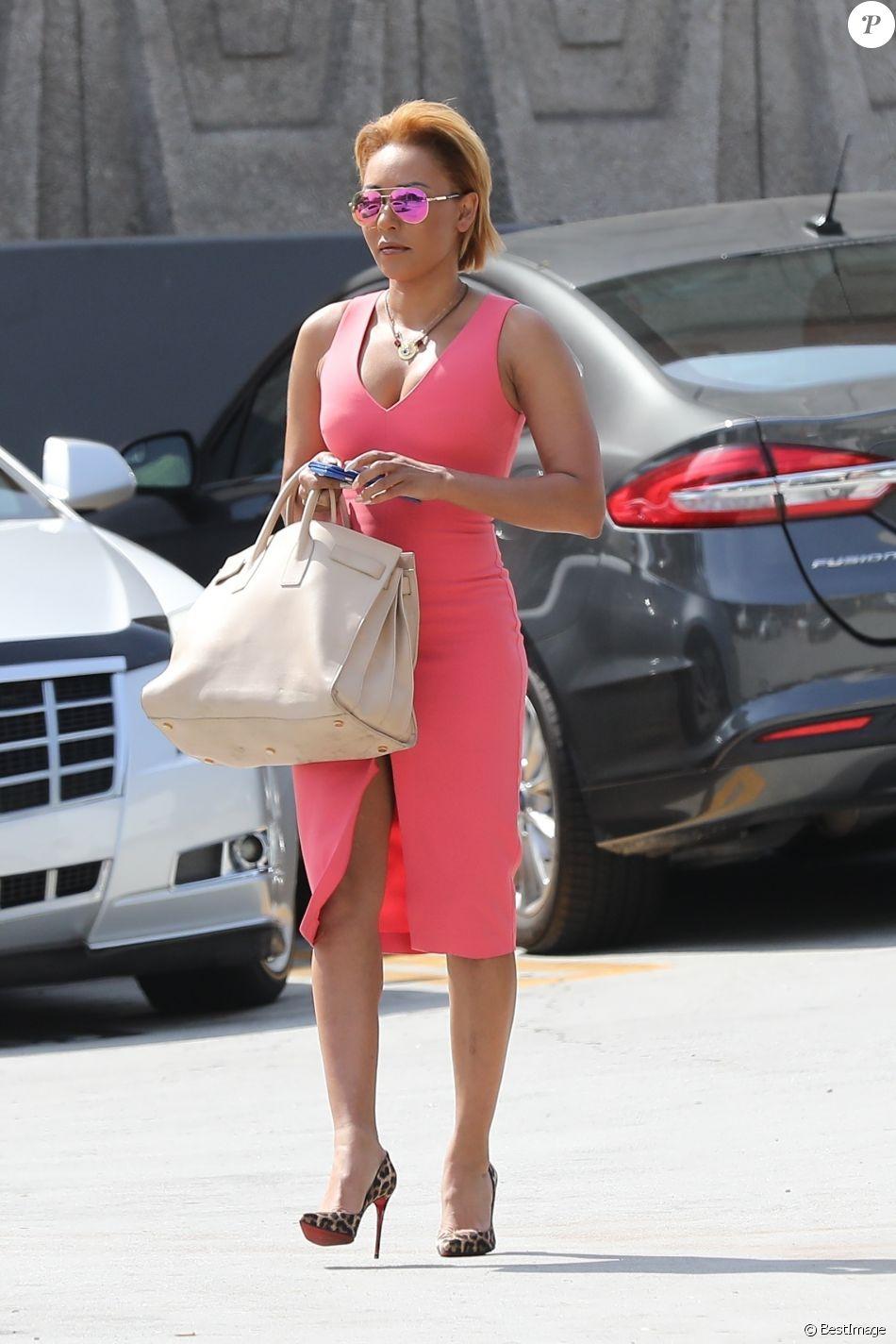 Mel B se rend au palais de justice accompagnée de son meilleur ami G. Madatyan pour une audience concernant son divorce avec son ex-mari S. Belafonte à Los Angeles. L'ancienne Spice Girl porte une robe rose, le 16 juillet 2018.