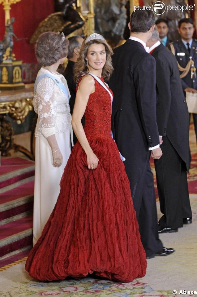Letizia et Felipe d'Espagne reçoivent la présidente indienne et son époux. 21/04/09