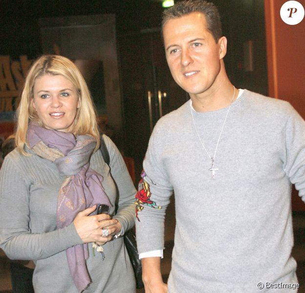 Michael Schumacher et sa femme Corinna - Premiere du film Asterix à Paris le 13 janvier 2008.