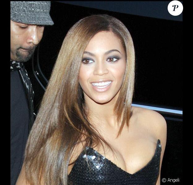 Beyoncé durant la première à New York du film Obsessed de Steve Shill
