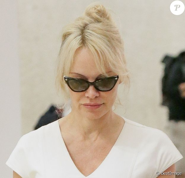 Exclusif - No web - No blog - Pamela Anderson arrive à l'aéroport de JFK à New York, le 4 juin 2018