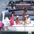 Kim Kardashian, ses enfants North et Saint West, Larsa Pippen, Jonathan Cheban, Isabela Rangel et David Grutman profitent d'une journée ensoleillée sur le yacht de David Grutman au large de Miami, le 16 août 2018.