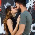 Exclusif - Nabilla Benattia et son compagnon Thomas Vergara s'embrassent et posent en couple contre des murs tagués pour un photoshoot à Miami, le 13 mars 2018