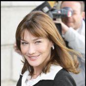 Carla Bruni : pour écouter et admirer son Nicolas, elle a choisi... le pantalon ! On n'est pas fans...