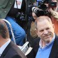 Le producteur déchu Harvey Weinstein, accusé par des dizaines de femmes d'agressions sexuelles et de viols, s'est présenté vendredi à un commissariat du sud de Manhattan, avant une probable inculpation à New York le 25 mai 2018.