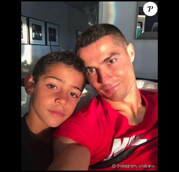 Cristiano Ronaldo partage un selfie avec son fils Cristiano Jr. Le 15 juin 2018.