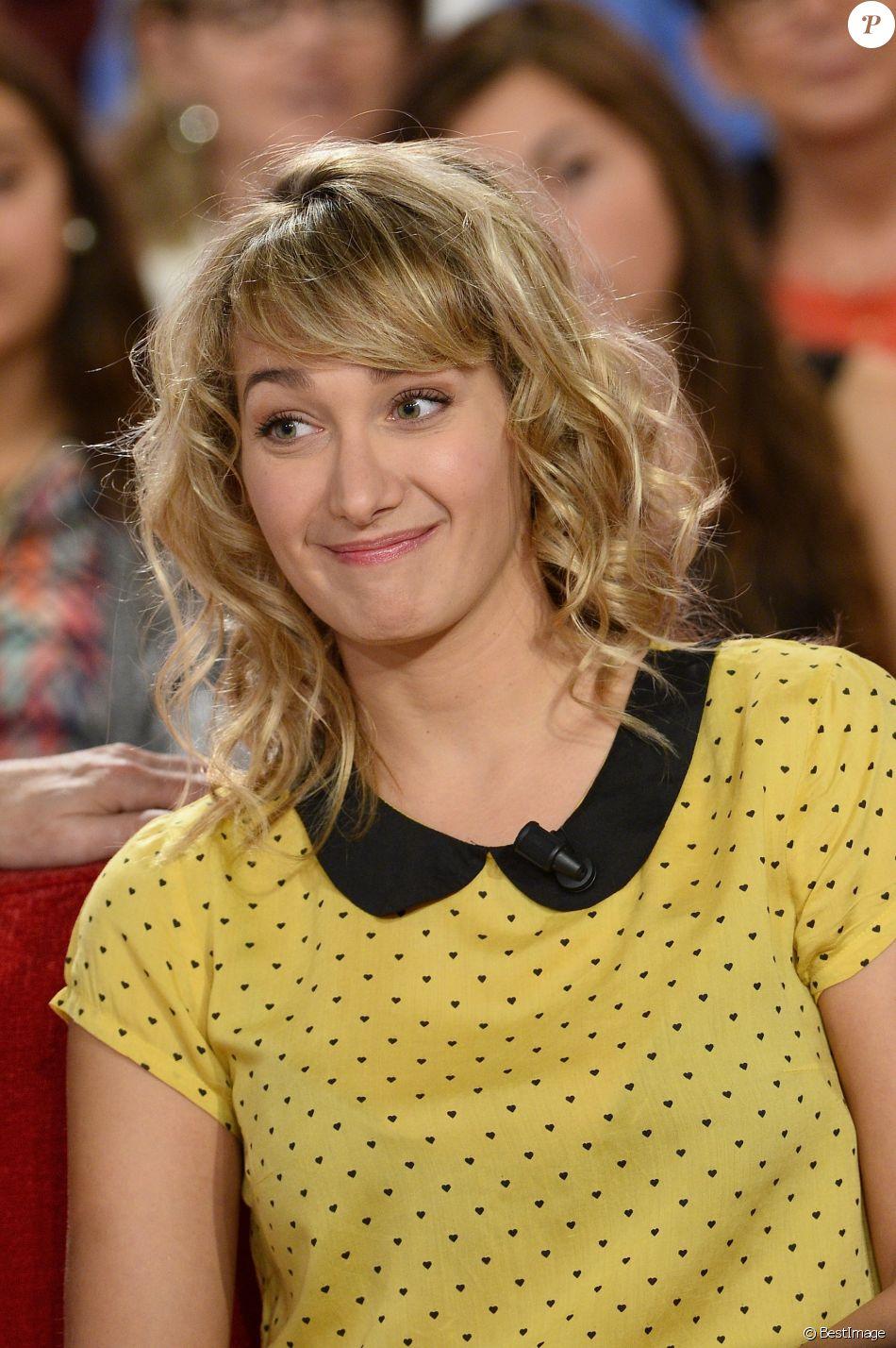 """Caroline Anglade - Enregistrement de l'émission """"Vivement dimanche"""" à Paris le 22 octobre 2014."""
