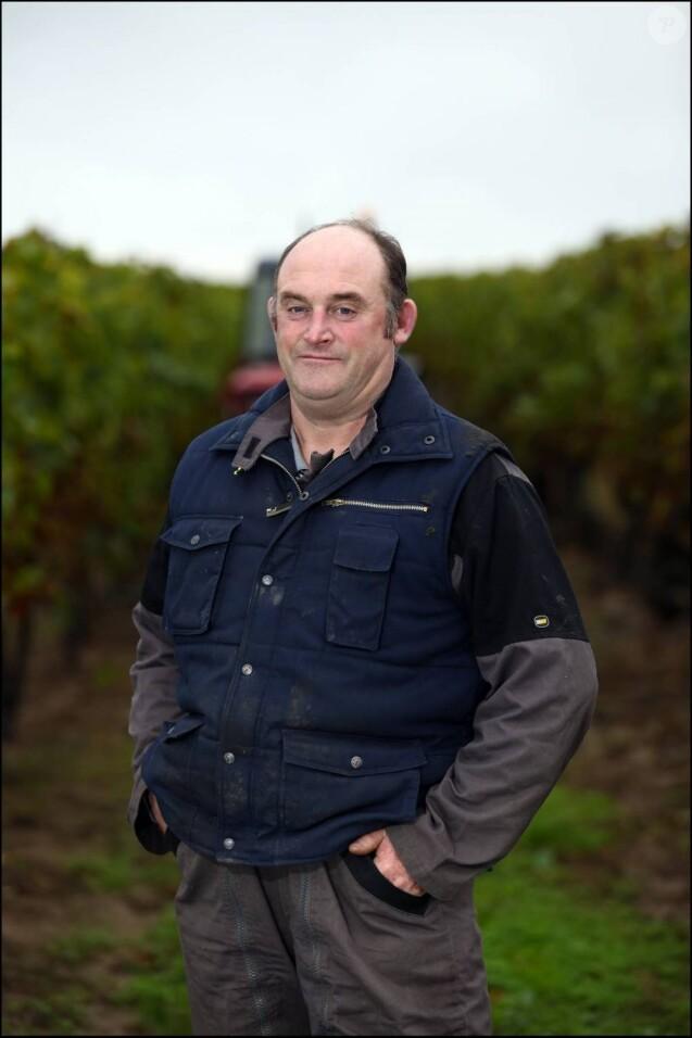 L'amour est dans le pré 8 - Philippe, 46 ans, polyculteur et producteur de cognac, est un agriculteur engagé. Il est très investi dans les syndicats agricoles.
