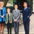 Lady Diana et le prince Charles avec le prince Harry et le prince William à la sortie de l'Eton College en novembre 1995.