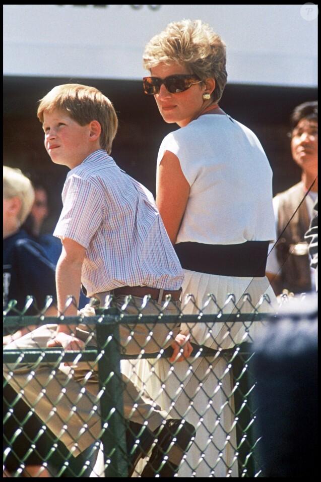 Lady Diana et le prince Harry au Grand Prix de Silverstone en juillet 1994.