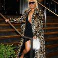 Nicki Minaj porte une robe moulante noire et un manteau en fausse fourrure léopard lors de la Fashion Week à New York, le 10 septembre 2018.