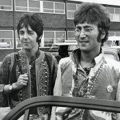 """Paul McCartney dit s'être masturbé """"une fois, peut-être deux"""" avec John Lennon"""