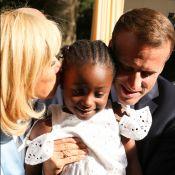 Brigitte et Emmanuel Macron craquent pour une fillette à l'Elysée !