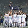 Les joueurs du Real Madrid et leur entraîneur Zinedine Zidane fêtent leur victoire en ligue des Champions à Madrid le 27 mai 2018.
