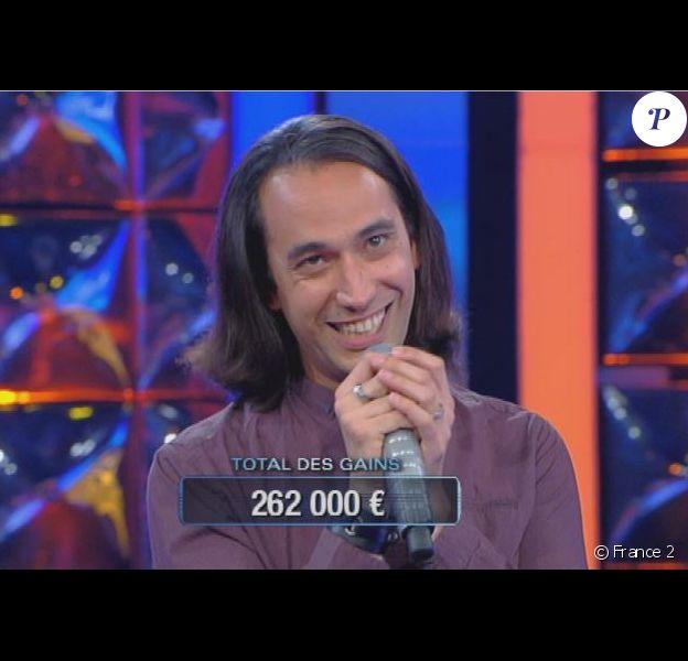 """Hervé dans """"N'oubliez pas les paroles"""" sur France 2, en 2016"""