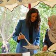 """Meghan Markle, duchesse de Sussex, recevait le 20 septembre 2018 au palais de Kensington, en compagnie de son mari le prince Harry et de sa mère Doria Ragland, les femmes de la cuisine communautaire Hubb Community Kitchen pour un événement pour le lancement du livre de recettes """"Together, our community cookbook"""" qu'elle a préfacé."""