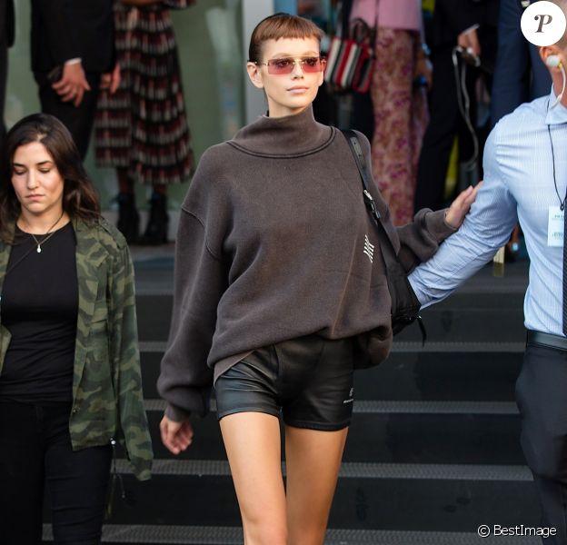 Kaia Gerber à la sortie du défilé Prada lors de la Fashion Week de Milan (MLFW), le 20 septembre 2018.