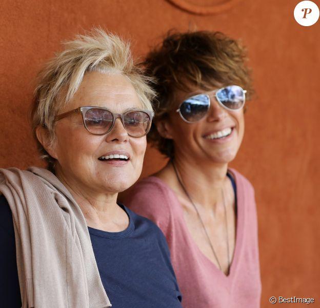 Muriel Robin et sa femme Anne Le Nen au village des Internationaux de France de Tennis de Roland Garros à Paris le 2 juin 2018. © Dominique Jacovides-Cyril Moreau / Bestimage
