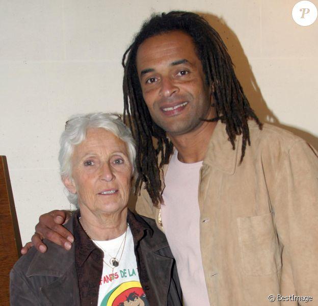 """Marie-Claire et Yannick Noah - Conférence de presse """"Les enfants de la terre"""", le 7 avril 2003."""