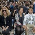 Vanessa Paradis, Pharrell Williams et sa femme Helen Lasichanh, Pamela Anderson - Front row du défilé Chanel Collection Prêt-à-Porter Printemps/Eté 2019 lors de la Fashion Week au Grand Palais à Paris le 2 octobre 2018.