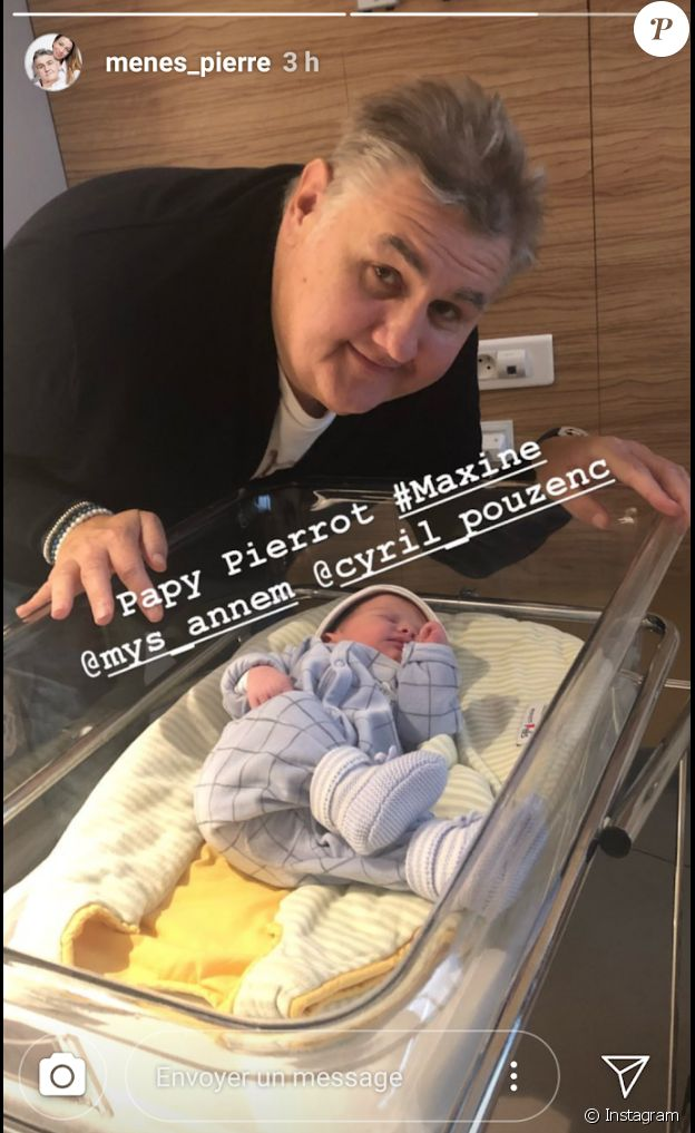 Pierre Ménès pose avec sa petite-fille Maxine. Octobre 2018.