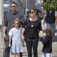 Ben Affleck, sa femme Jennifer Garner et leurs filles Seraphina et Violet vont déguster une glace en famille, à Santa Monica, malgré les rumeurs de séparation du couple, le 28 mai 2015.