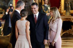 Letizia d'Espagne élégante pour la fête nationale espagnole avec ses filles