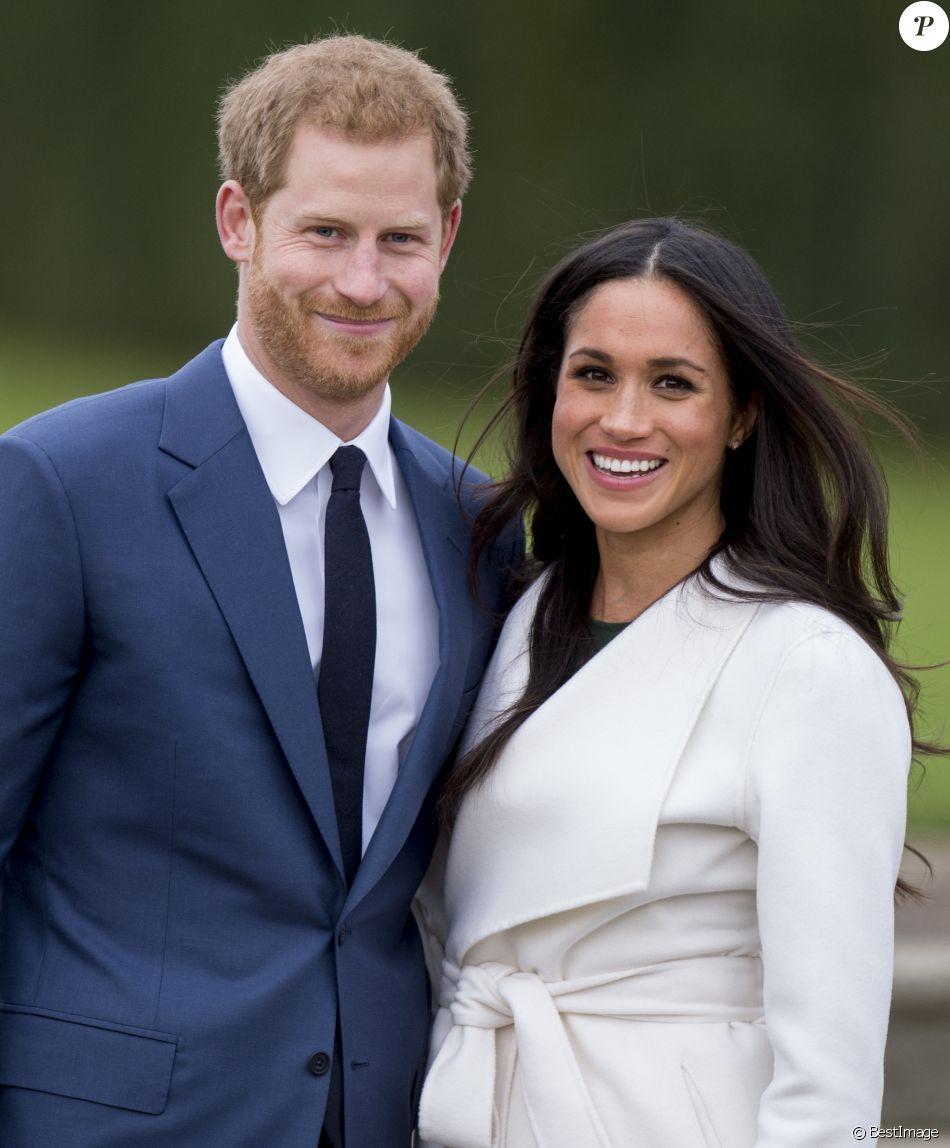 Le prince Harry et Meghan Markle posent à Kensington palace après l\u0027annonce  de leur