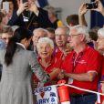 """Le prince Harry, duc de Sussex et sa femme Meghan Markle, duchesse de Sussex (enceinte) visitent le """"Royal Flying Doctor Service Visitor Education"""" à Dubbo en Australie lors de leur première tournée officielle, le 17 octobre 2018."""