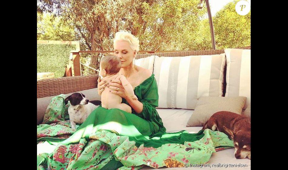 Brigitte Nielsen et sa fille Frida, 4 mois, sur Instagram, le 23 octobre 2018