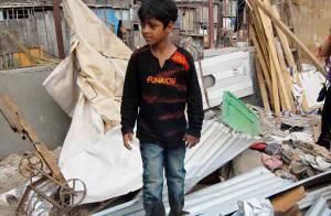 Slumdog Millionaire : l'un des jeunes héros voit sa maison détruite ! Il est à la rue... regardez !