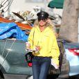 Exclusif - Après un déjeuner dans un restaurant de sushis, Laeticia Hallyday passe chez Starbucks et se rend sur le chemin de l'école pour récupérer sa fille Jade tandis que Sylviane la nounou va chercher de son son côté Joy, Los Angeles le 8 novembre 2018.
