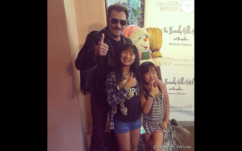 Johnny Hallyday avec ses filles Jade et Joy sur Instagram, le 7 mars 2017.