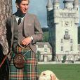 Le prince Charles et son chien à Balmoral en Ecosse en 1978, photo d'archives.